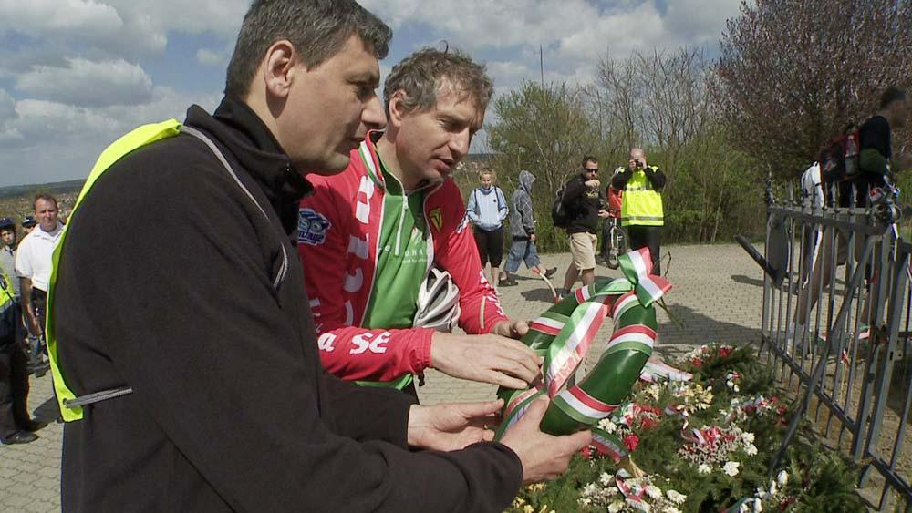 Több mint százötven kerekes emlékezett az isaszegi csata emlékművénél