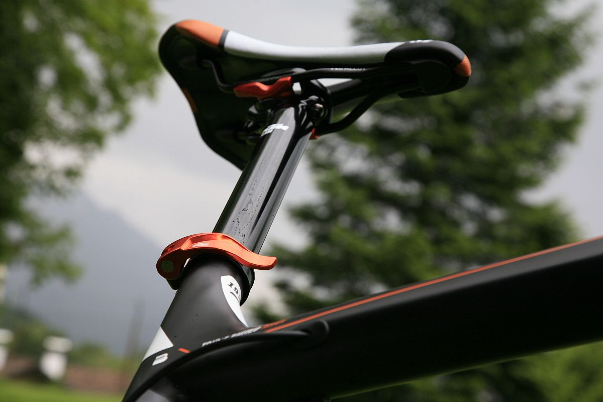 Fontos még megemlítenünk a sok jó minőségű KTM-kiegészítőt, melyek színben remekül passzolnak a bringákhoz, ugyanakkor nem a spórolás szellemében lettek kiválasztva a katalógusból.