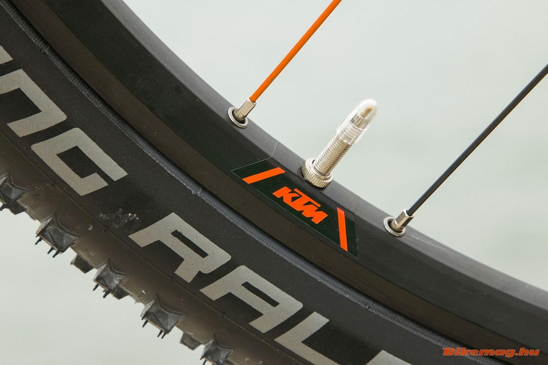 """KTM-Ambrosio"" felnik, Schwalbe Racing Ralph gumik"