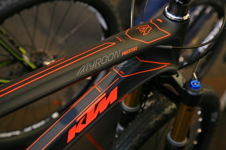 A vékony vonalakkal operáló design a Myroonon és sok más 2014-es KTM-en visszaköszön