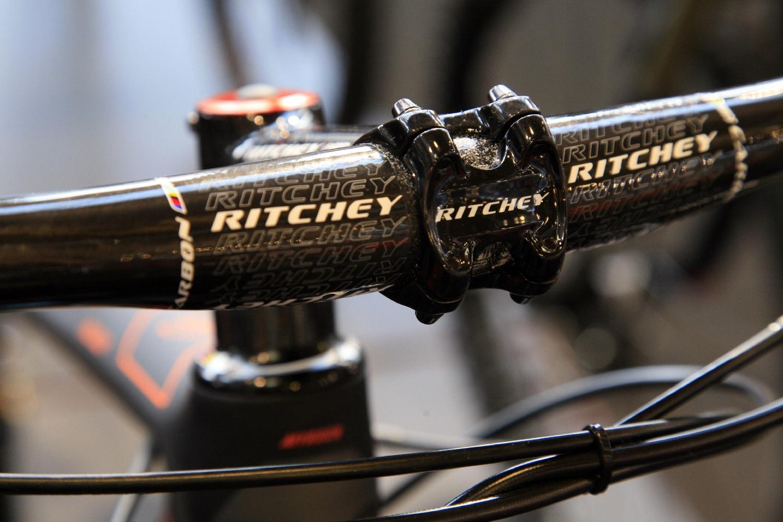 A KTM csúcs XC és országúti gépekre jellemző Ritchey Carbon kiegészítők
