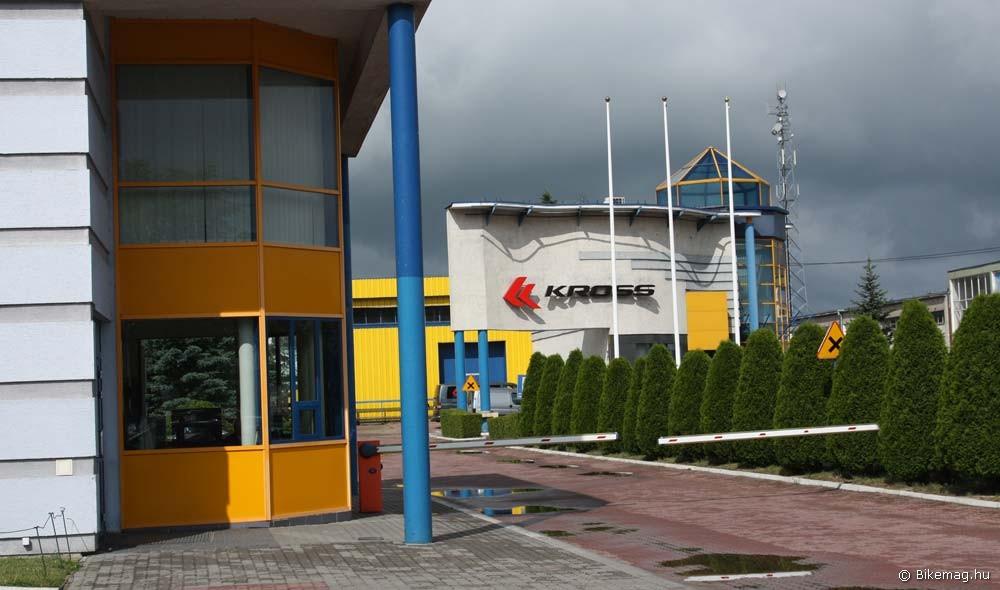 Második napunk programja itt kezdődött: a gyár főbejárata