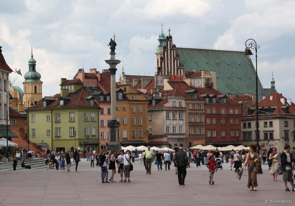 A varsói óváros méltán tart számot a turisták figyelmére