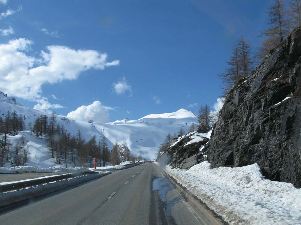 Télen sem áll meg a kerékpáros élet Svájcban, főleg, ha az utat rendesen letakarítják