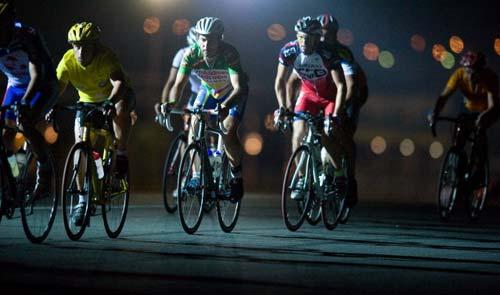 Egy 24 órás versenyen bizony éjszaka is pörög a láb…