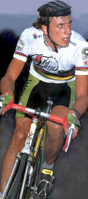 Maurizio Fondriest az 1988-as országúti világbajnok klasszikus Legnano gépen...