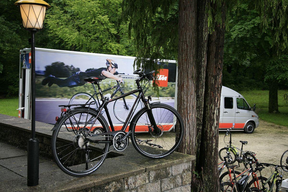 Mielőtt rátérnénk az országúti gépekre, szólni kell a trekking-city palettáról ia, amelyre mindig nagy hangsúlyt fektetett a KTM, 2014-re pedig teljesen megújul a paletta.