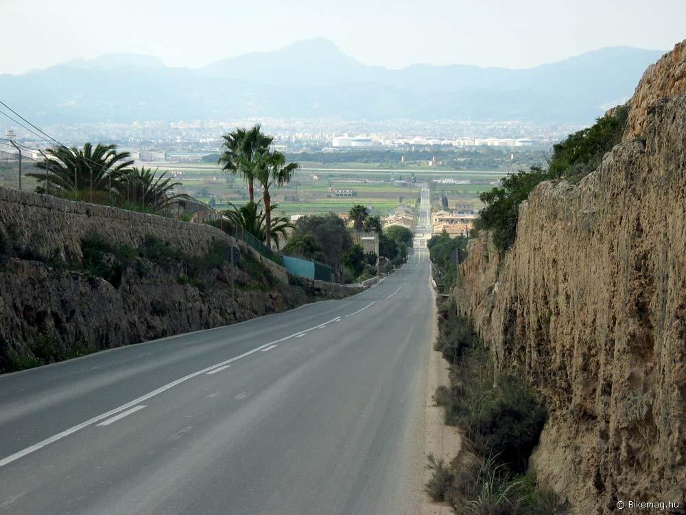 Merida, Mallorca 2011: a Merida klasszisai és a sajtó képviselői kellemes díszletek között gyűjthetik az országúti kilométereket