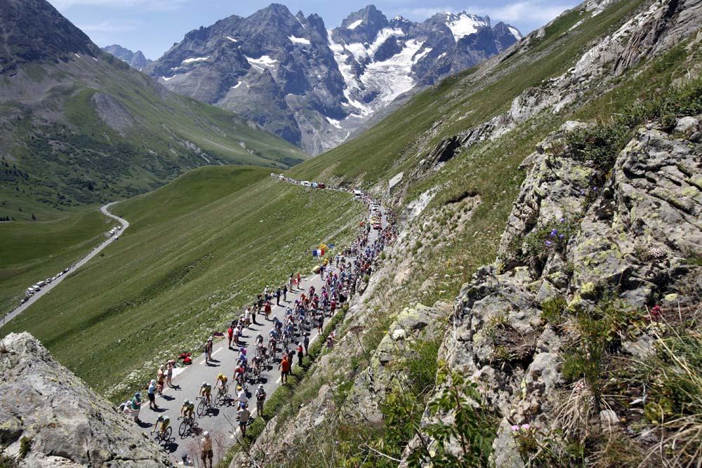 Tour de France 2006: CANON-EOS 5D, 27 mm, ISO 400, f/11, 1/500s