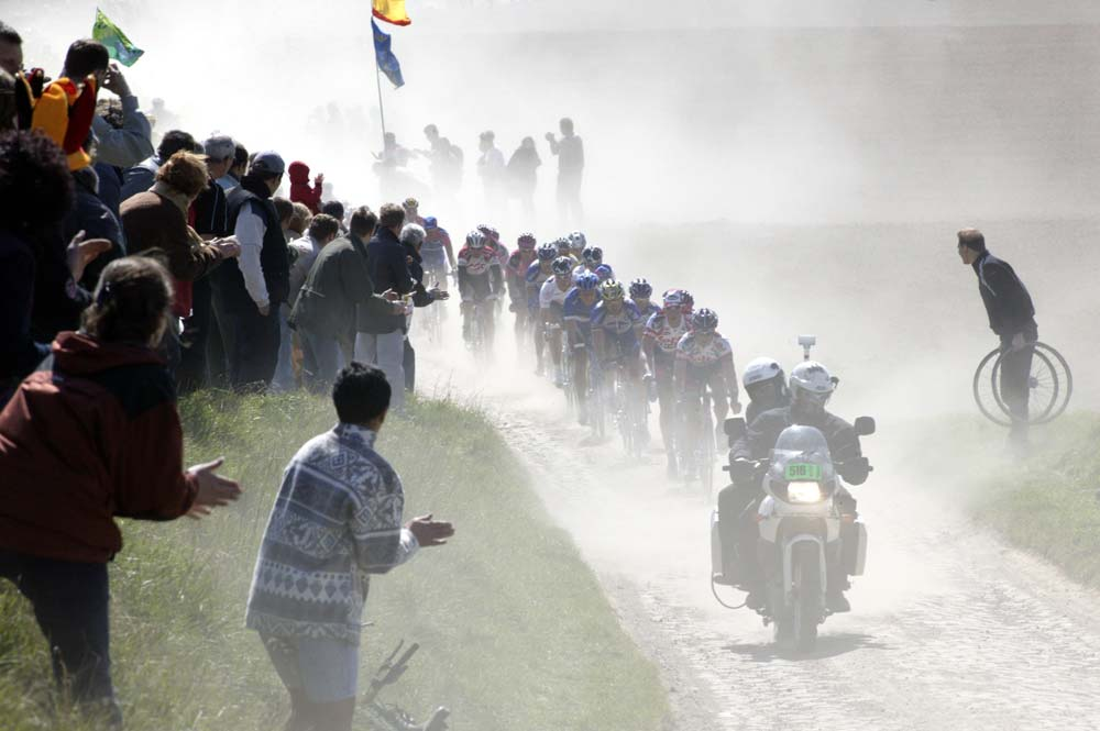 Paris-Roubaix 2003: CANON-EOS 1DS, 300 mm, ISO 400, f/18, 1/400s