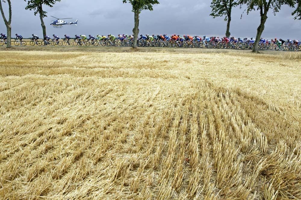Tour de France 2005: CANON-EOS 1DS, 24 mm, ISO400, f/8, 1/400s