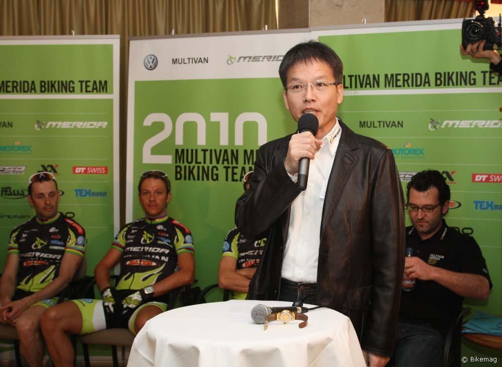 William Cheng alelnök cégismertetőt tart