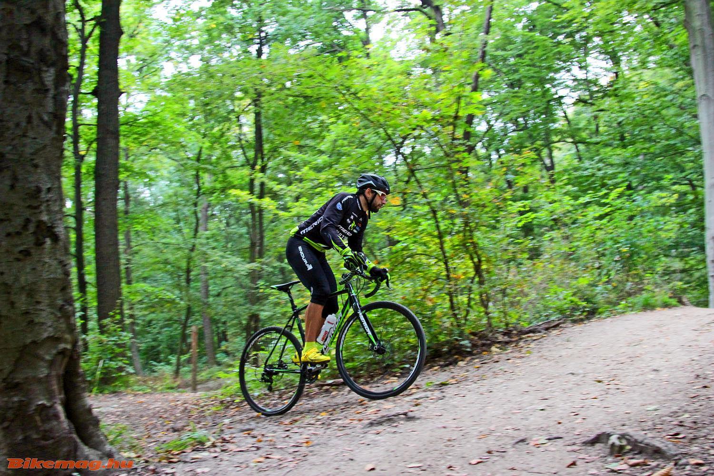 Cyclocross bringával terepen, hegyekben