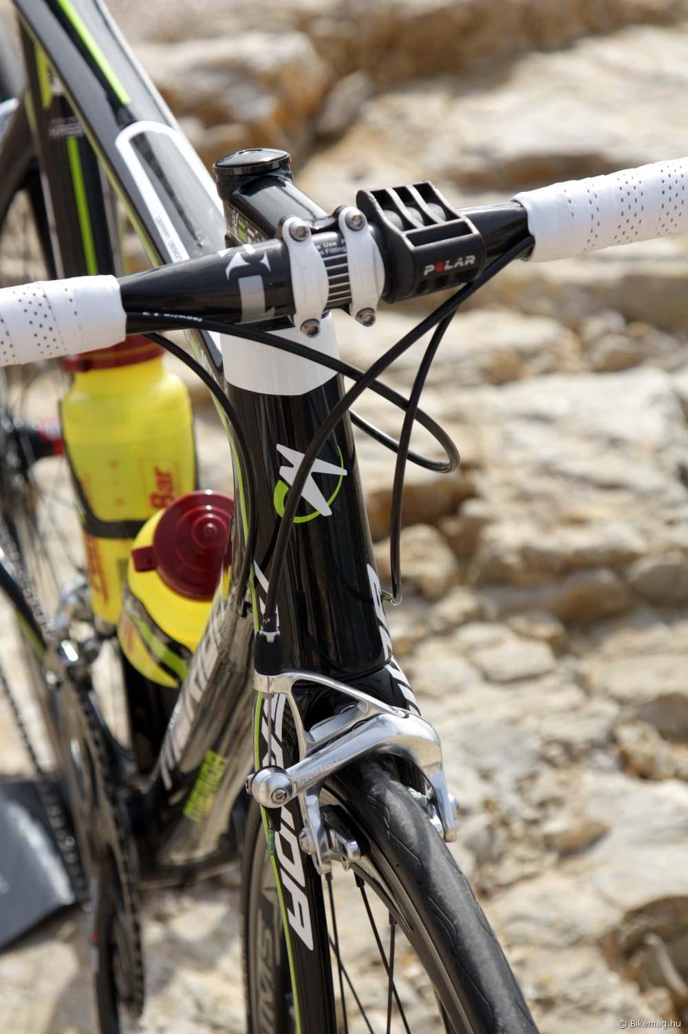 Merida Reacto Team 2012 kerékpárteszt: a kúpos fejcsőnek köszönhetően a fejcső merevségére nem lehet panasz
