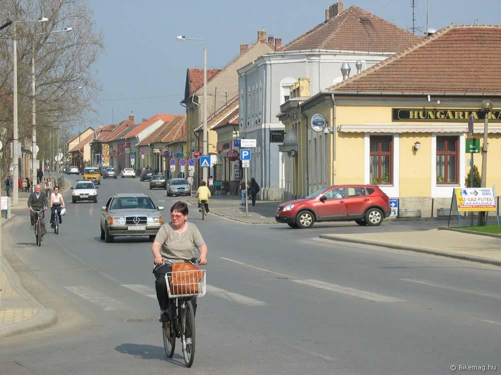 A bringasáv felfestése Mezőkövesden kissé kopottas ugyan, de maximálisan kihasználják