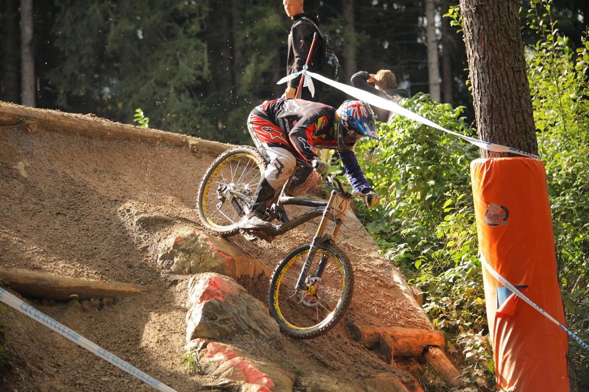 A világbajnokság ezüstérmese Mick Hannah a leogangi időmérőn is második lett, beékelődve a két összetett győzelemért hajtó rider közé.