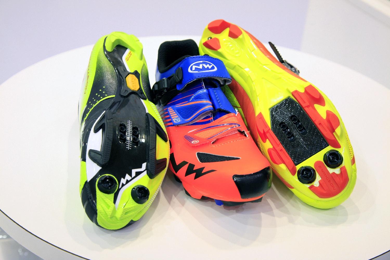 A kevesebb mintával a talpakon csökken a cipők tömege