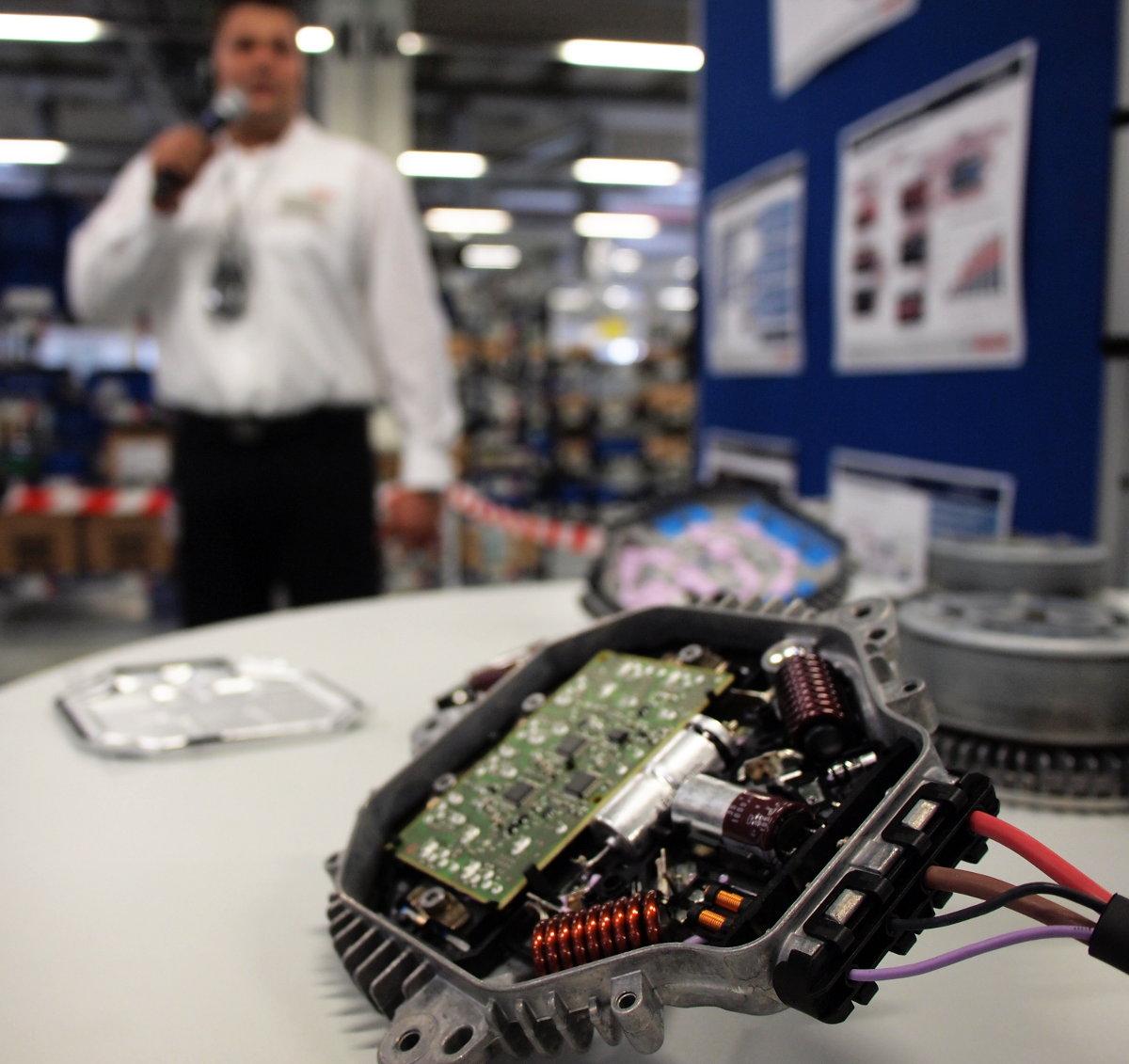 Sok mindent megtudtunk a miskolci gyárban készülő különböző autóipari termékekről is...