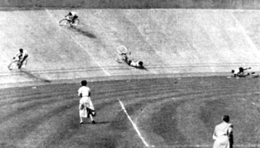 Bukás az 1952-es olimpia sprintfutamában. Második pozícióban Ifj. Szekeres Béla