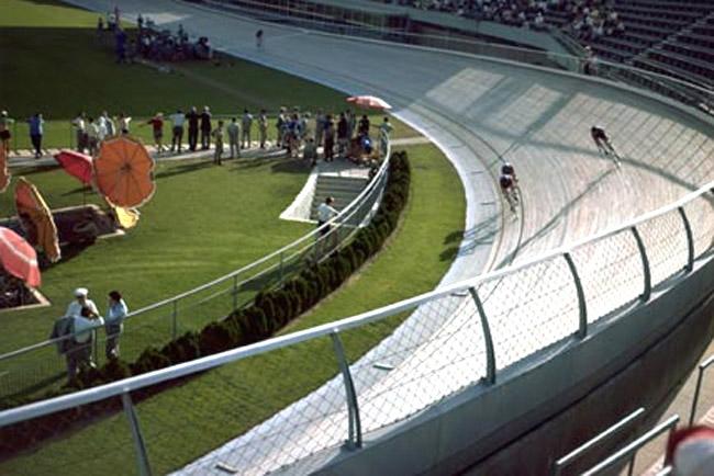 A római velodrom az olimpia idején – a nyitott fapálya ma már használhatatlan állapotban van
