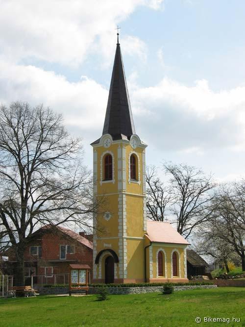 Arányát vesztett templom Adrijanciban – a torony túl sok pénzt emészthetett fel…