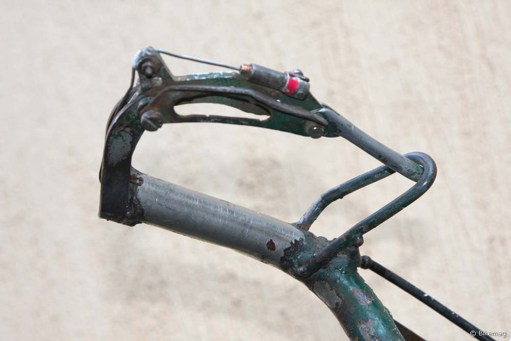 A dupla csuklós, külső forgáspontos fékkar, letörés-gátló kalickával