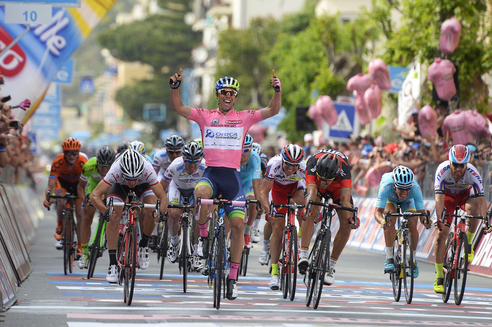 Matthews rózsaszínben nyert