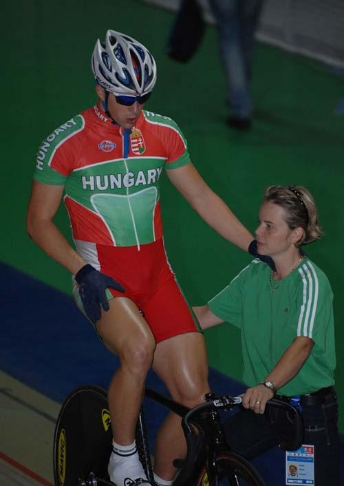 Juhász Balázs szintén a kvalifikációból a futamokba jutott – jobbról Pataki Ibolya