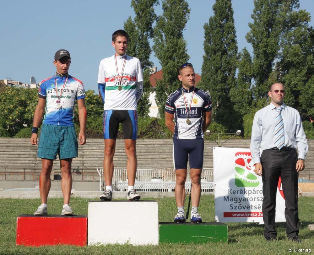 A 4000 méteres egyéni üldöző bajnok Fejes Gábor (Tecnofilm-Betonexpressz 2000) lett
