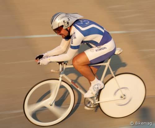A Master férfiak 3000 méteres egyéni üldőzőversenyét Kolb Tamás nyerte – meg ha lett volna különdíj a legharmonikusabb kerékpár/kerékpáros kombónak, akkor azt is