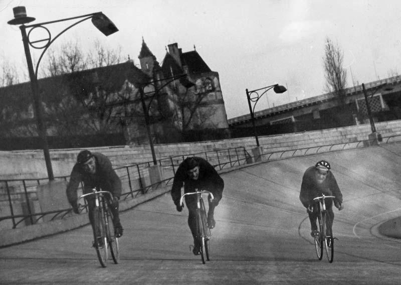 A magyar pályaválogatott tagjai egy kora tavaszi edzésen a Millenárison – bal oldalon Furmen Imre