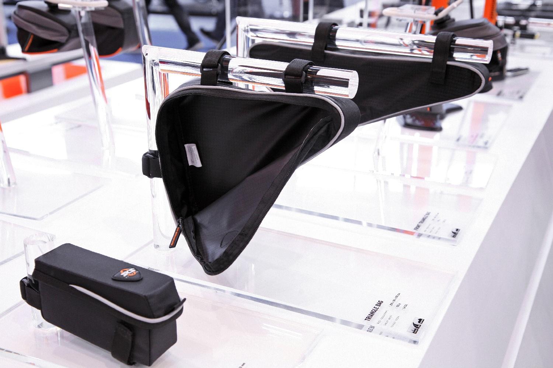 Az SKS 2014-ben a kerékpártáskák és a -kulacstartók között kínál új modelleket...