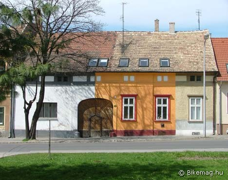 Hundertwasser késői munkája Sopronban - bár lehet hogy mégsem