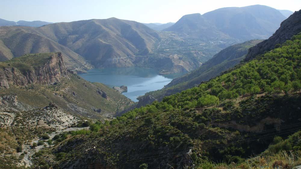A Mulhacén mellől eredő Río Genil víztározója Pinos Genil mellett