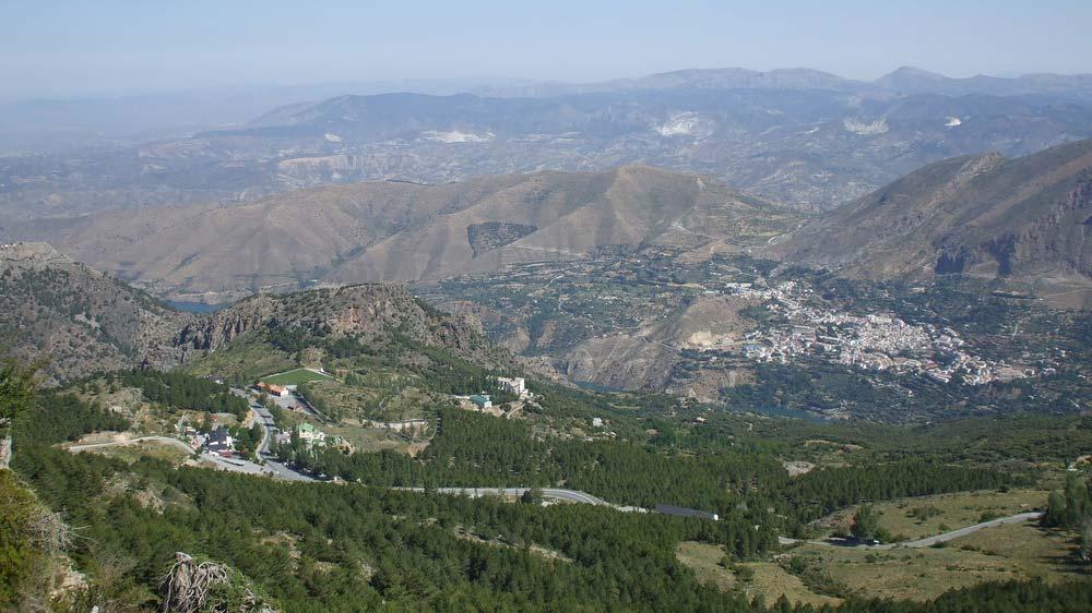 Güajar Sierra városa és a Sierra Nevada északi vonulata