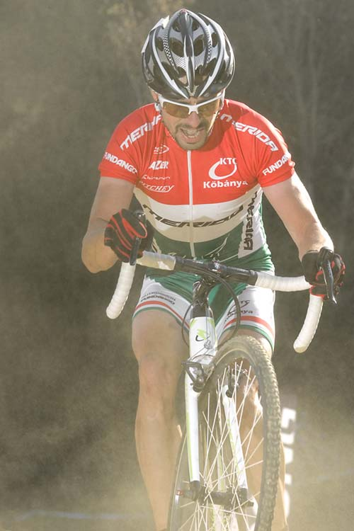 A kerékpárcsere után már Buruczkinak is kijutott a porból a mezőny belsejében