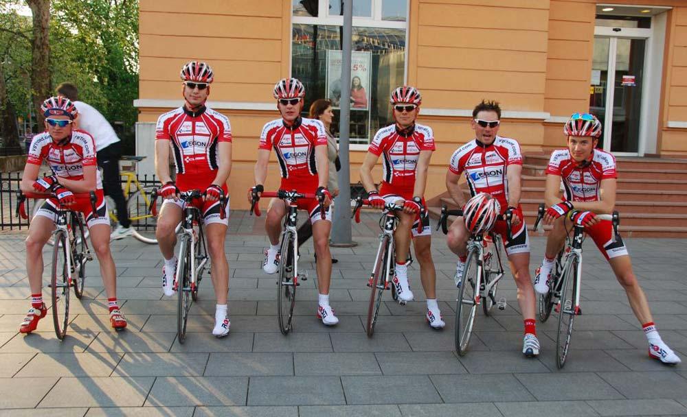 Az AEGON Cycling Team első sora
