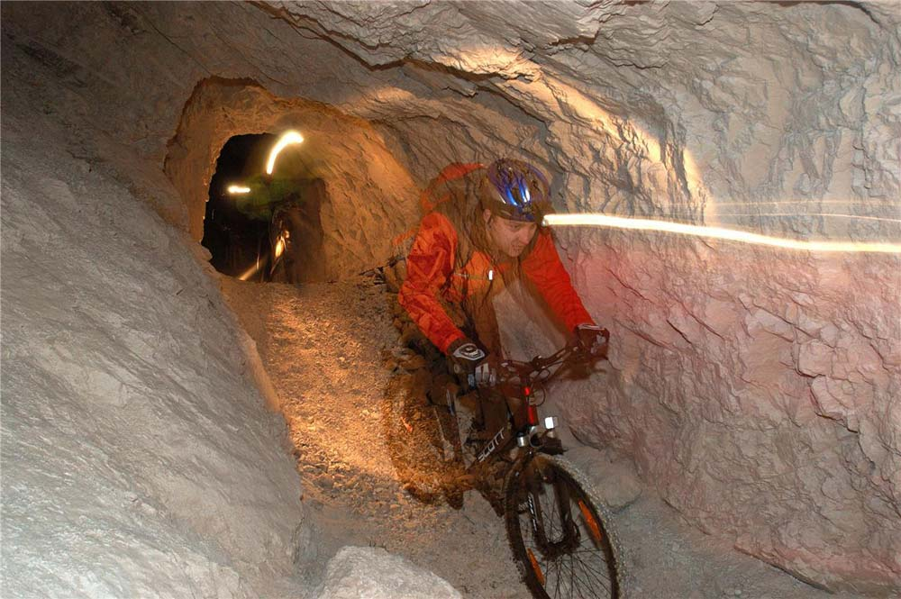 Tekerés a föld alatt: Mezica bányajáratok