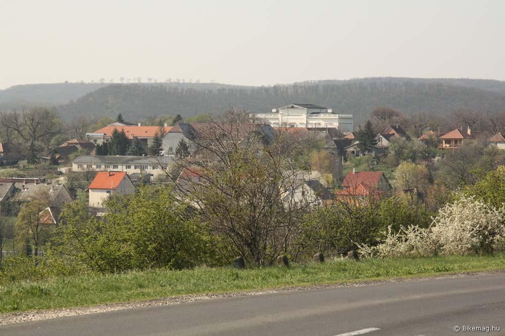 Kimagasodik Bajna házai közül a Sándor-Metternich kastély