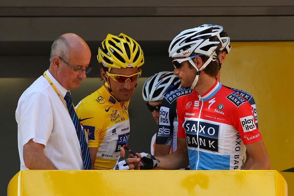 Fabian Cancellara sárgában, illetve Frank Schleck a luxemburgi bajnoknak járó mezben