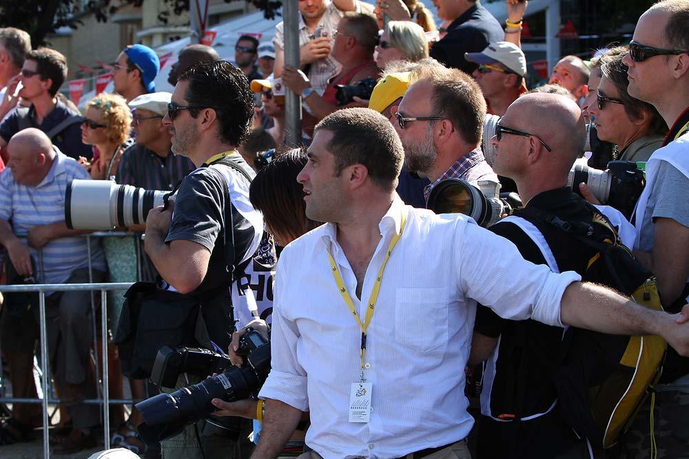 A fotósokat a célvonal mögött igencsak kordában kellett tartani