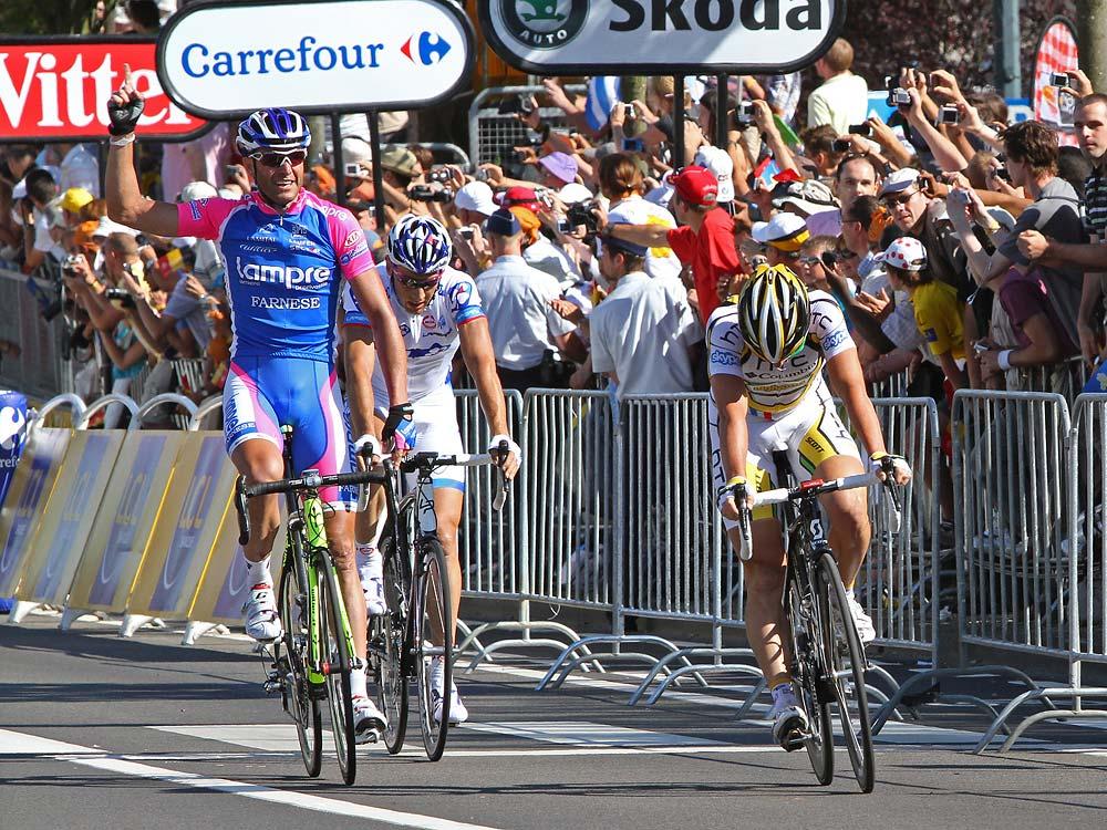 Alessandro Petacchi nyeri a 2010-es Tour de France első szakaszát (Rotterdam - Brüsszel)