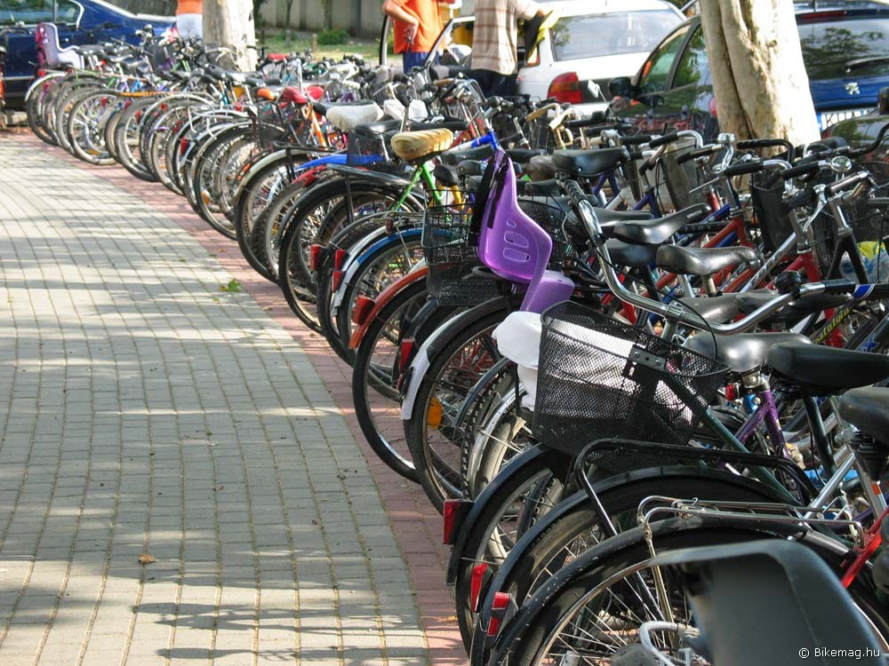 Több kerékpárral közlekedő, kevesebb közlekedési baleset az utakon