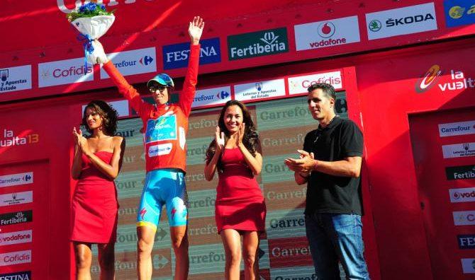 A korábbi győztesek közül Vincenzo Nibali nem tervezi az indulást, a spanyol sztárok közül Alberto Contador ott lehet, s persze a díjkiosztókon a képen látható Miguel Indurain is!