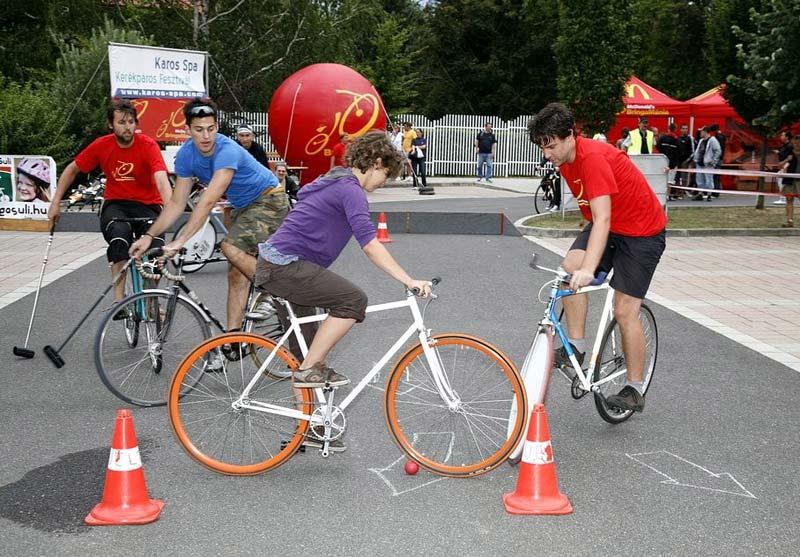 Bemutatkozott itt is az újkeletű kerékpáros szakág: a bringapóló