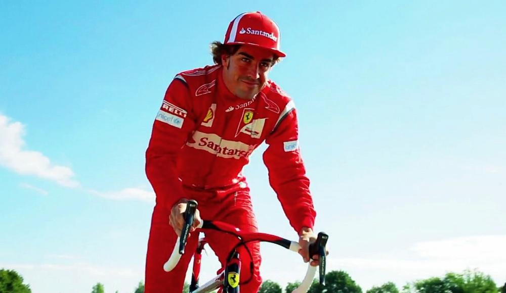 Fernando Alonso egy Colnago-Ferrari nyergében - talán az új csapat is Colnago bringákat hajt majd?