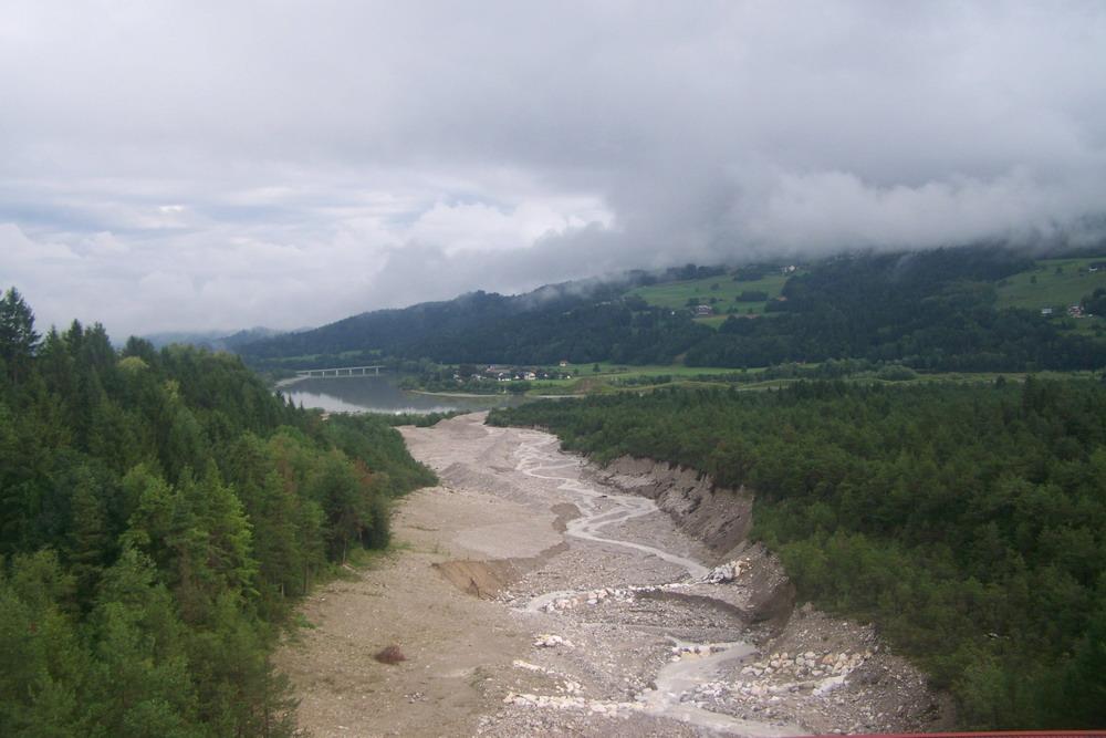 Felhőbe burkolózó hegycsúcsok fogadtak minket Ausztriában