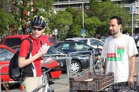...akik nyugodtan elfogyaszthatták a kakaóscsigát, hiszen bringával sehonnan sem lehet elkésni :)