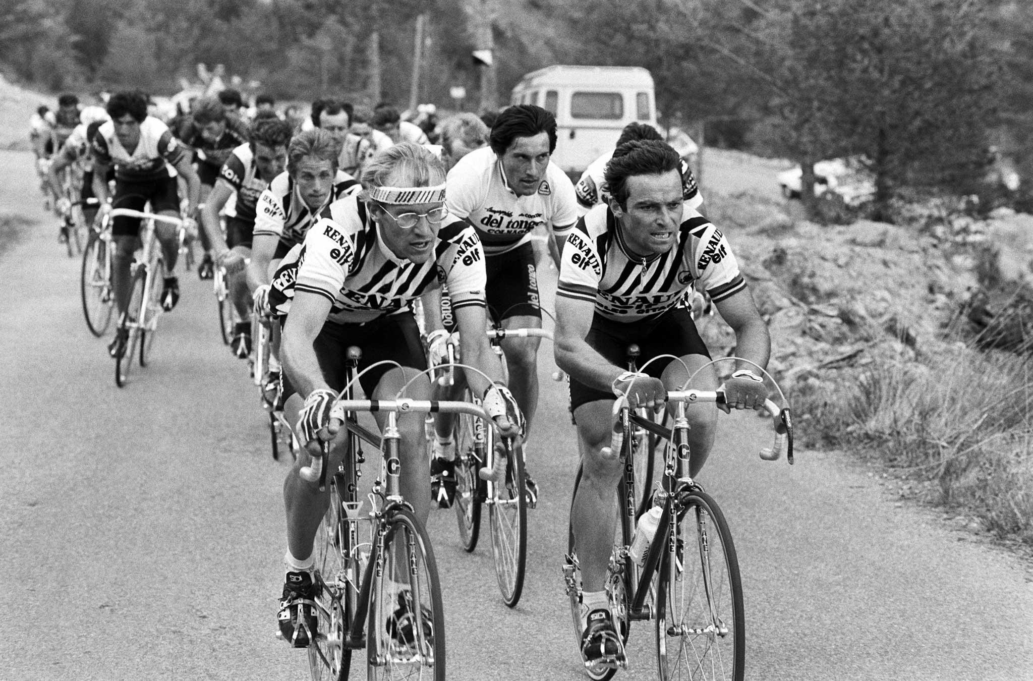 """Balról """"A professzor"""", alias Laurent Fignon, jobbról csapattársa """"A borz"""""""