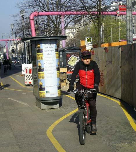 Ha építkezés van, ideiglenesen új kerékpárutat jelölnek ki